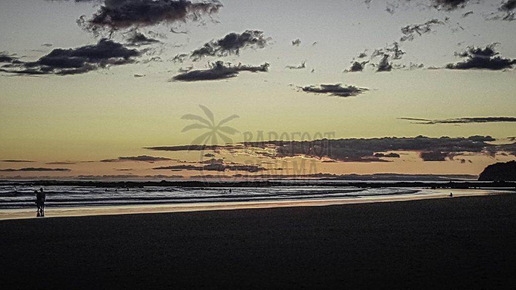 couple-sunset-beach-panama