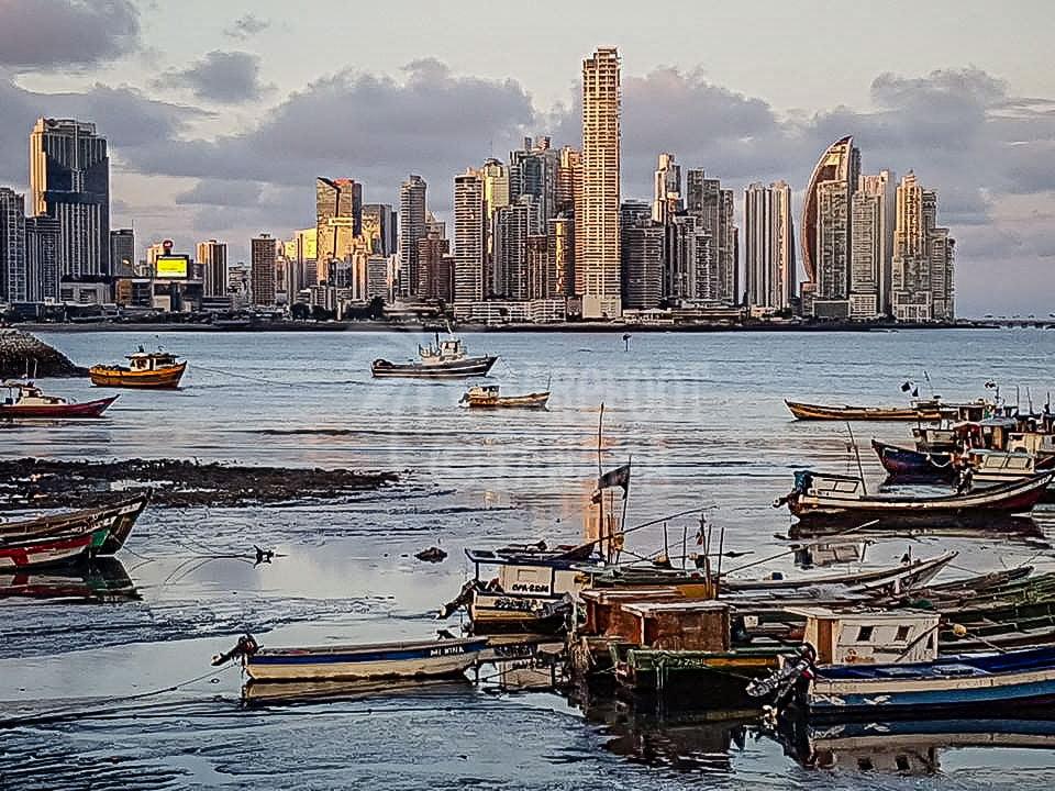 fishing-boats-low-tide-panama-city