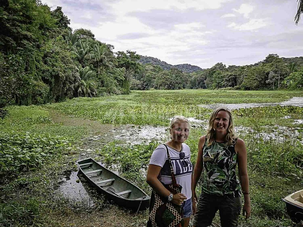 paddling-on panama-canal-in-rainforest