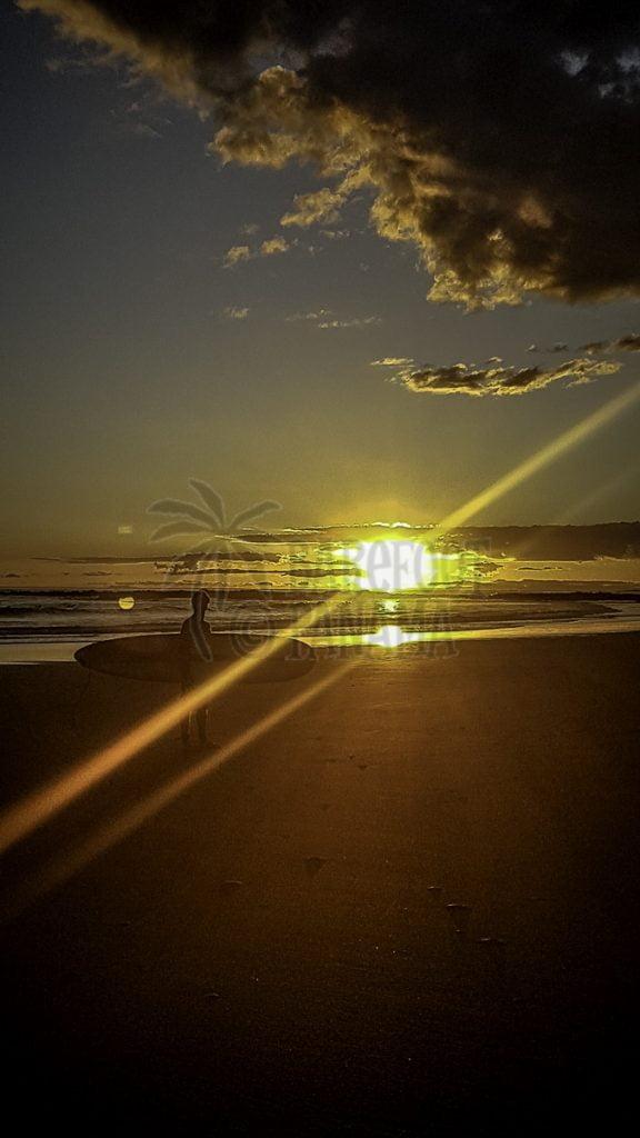 panama-surfer-in-sunset