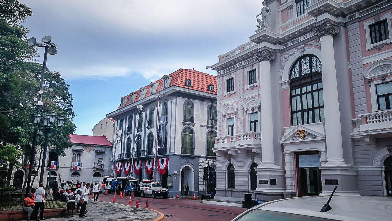 plaza-in-casco-viejo