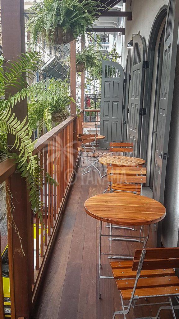 pub-balcony-casco-viejo