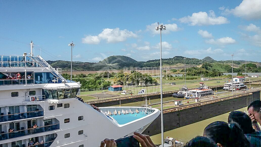 watching-ships-panama-canal-visitor-center